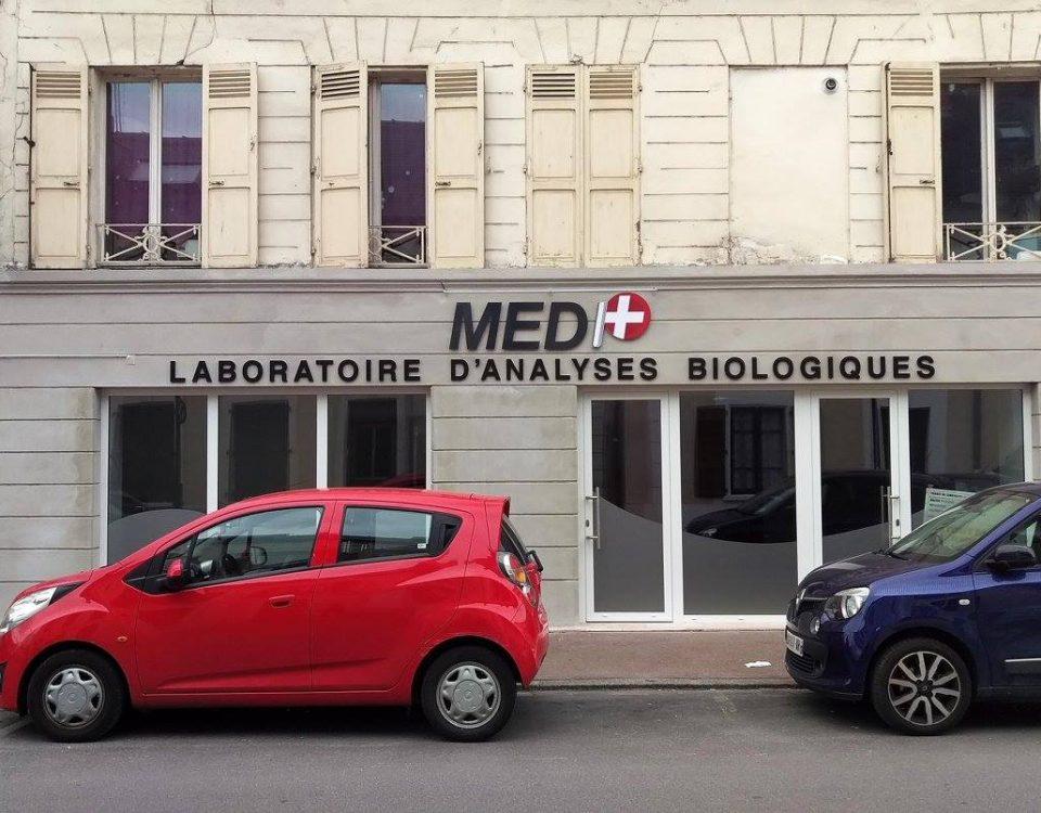 Enseigne laboratoire d'analyses médicales