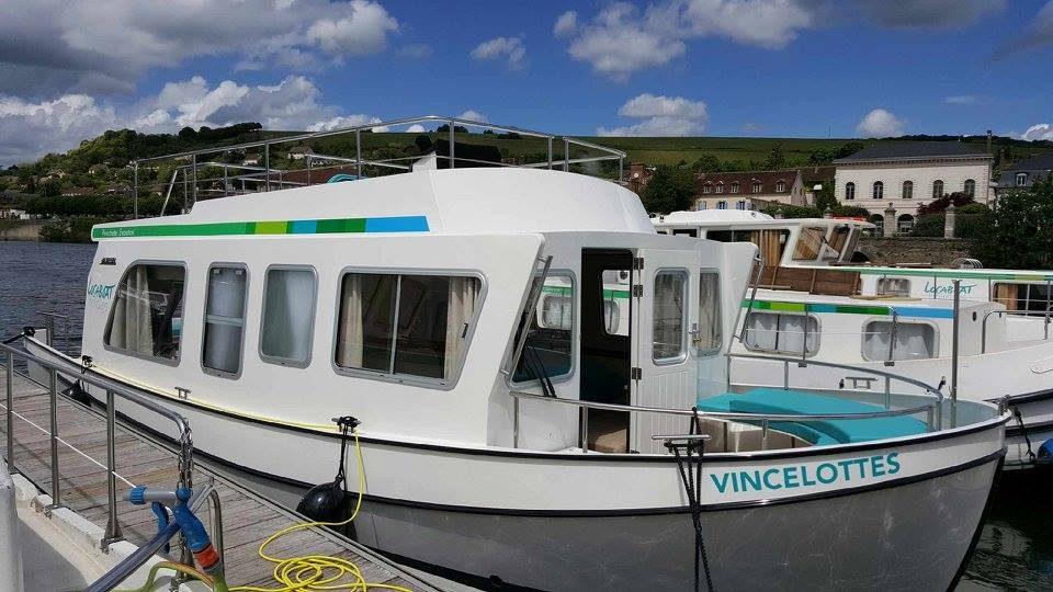 Décoration pénichette et bateaux dans l'Yonne