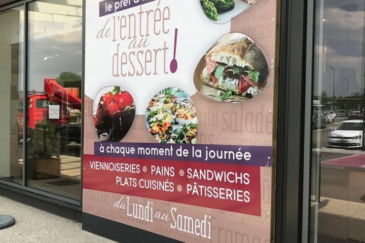 Création d'une vitrophanie restaurant par Alpha Publicité à Sens 89