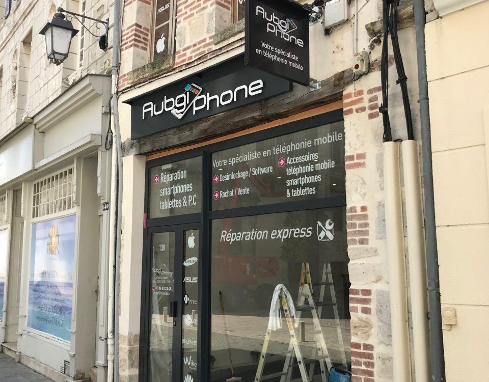 enseigne facade magasin téléphonie avec vitrophanie